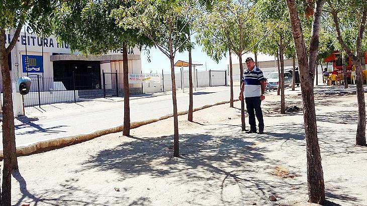 Vereador solicita melhorias em praças de Taperoá