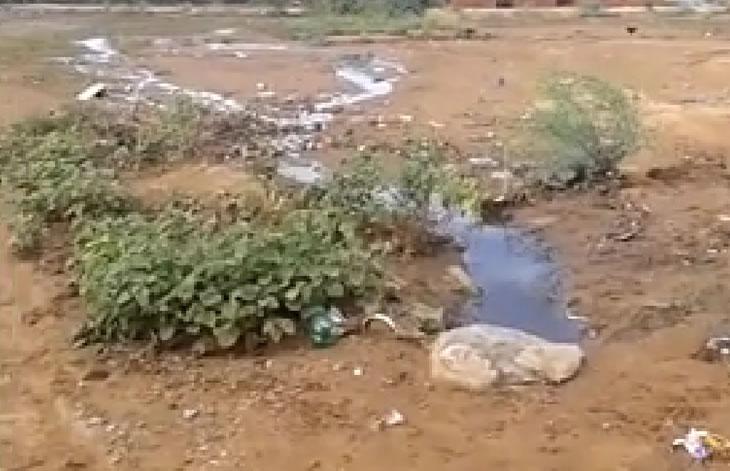 Morador faz apelo às autoridades para que resolvam esgotamento sanitário