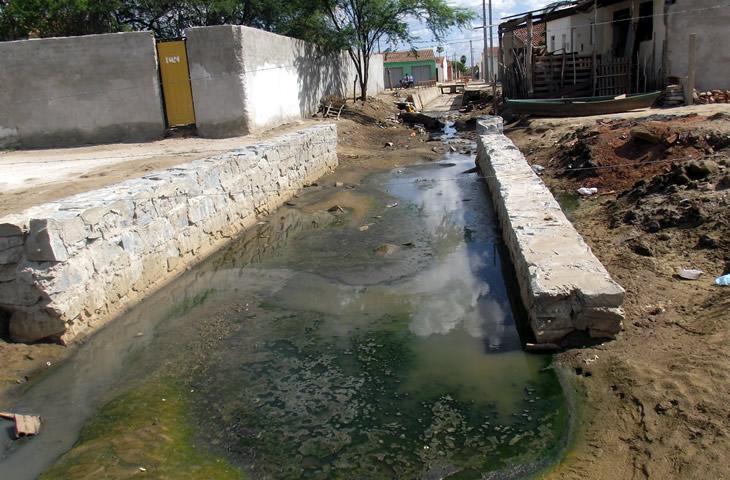 Rio Taperoá recebe lixo e esgotos residenciais e hospitalares; sujeira é jogada no açude Epitácio Pessoa, que abastece Campina Grande