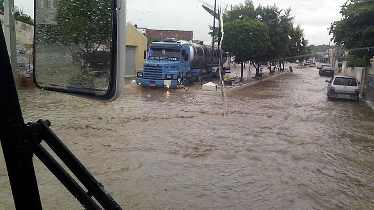 Chove em 87 cidades da PB e Aesa prevê ocorrências para o fim de semana; calor continua