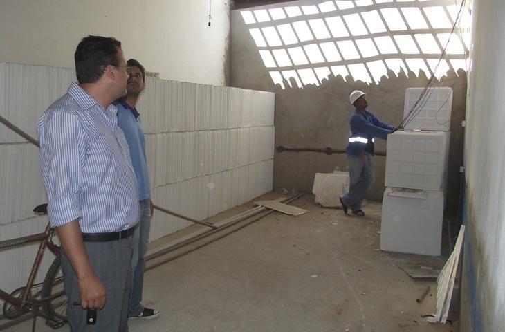 A Prefeitura Municipal de Taperoá corta gastos, reduzindo despesas em alugueis.