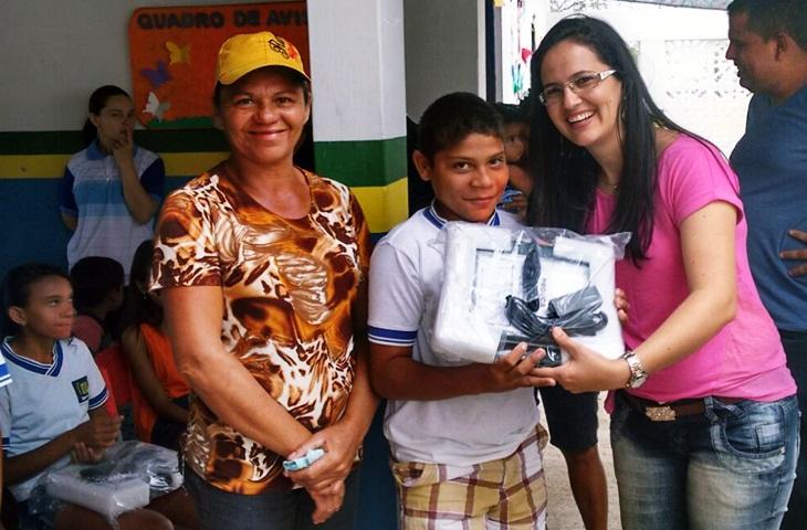 Taperoá: Escola José Cardoso de Melo e alunos recebem computadores