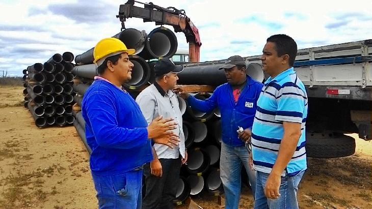 Vereador e Vice-prefeito visita Adutora do Pajeú que levará água para Taperoá.
