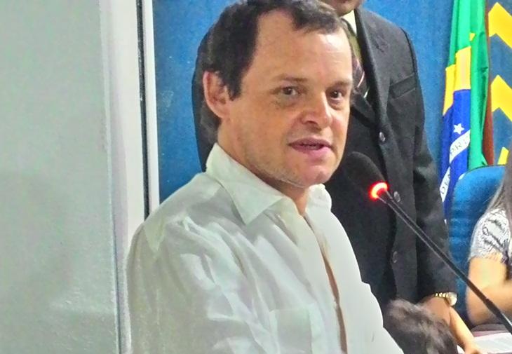 """Câmara Municipal de Taperoá concede título de cidadania para ator global que representou """"João Grilo"""""""