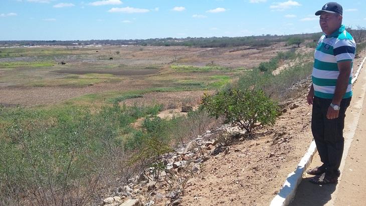 Vereador cobra limpeza, construção de barragens e açudes em Taperoá.