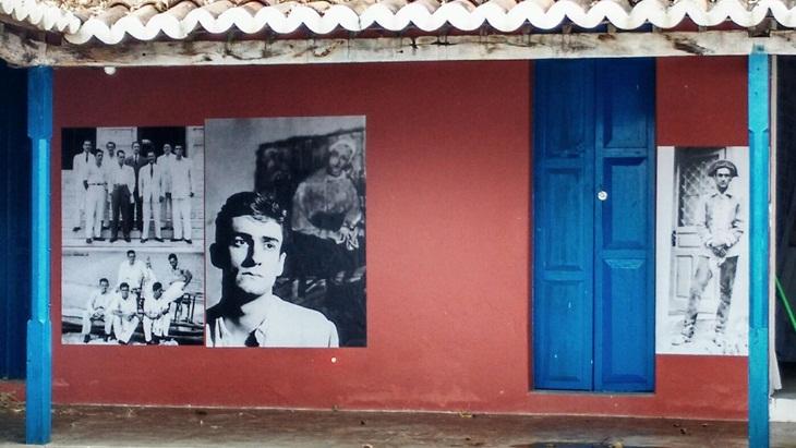 Oartista plástico Dantas Suassuna lança fotobiografia de Ariano Suassuna, seu pai.