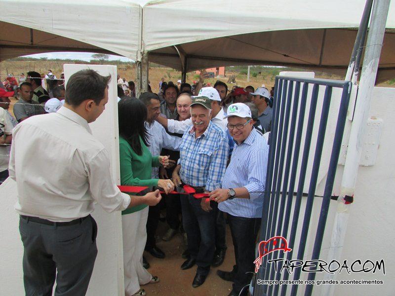 Prefeito Jurandi Gouveia Farias em parceria com o Governo do Estado inaugura Sistema de Abastecimento de Água Potável em Taperoá
