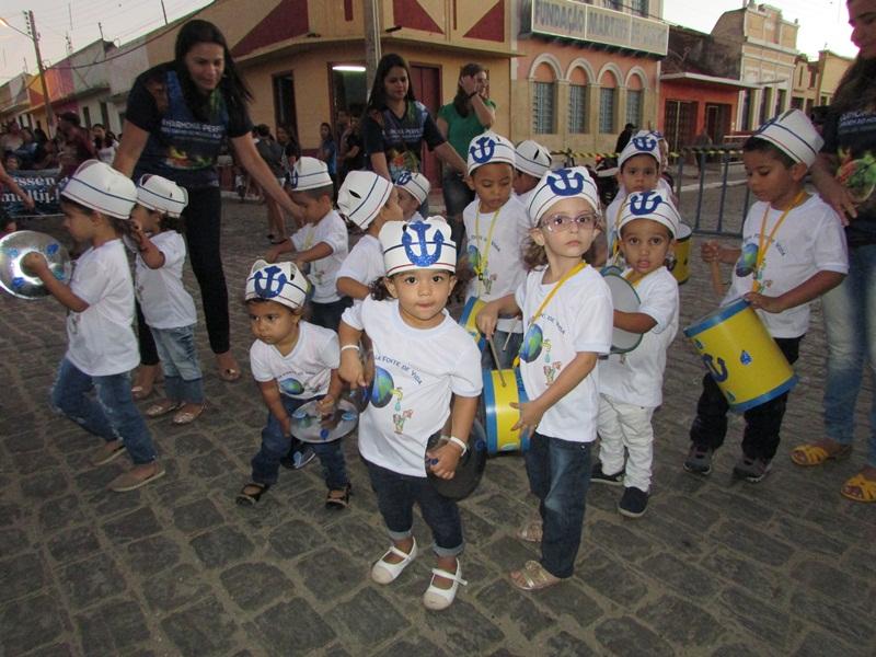 Desfile cívico em Taperoá marca o Dia da Independência do Brasil.