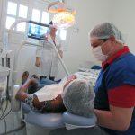 Secretaria de Saúde comunica que serviço de Implantes Dentários continua no municipio