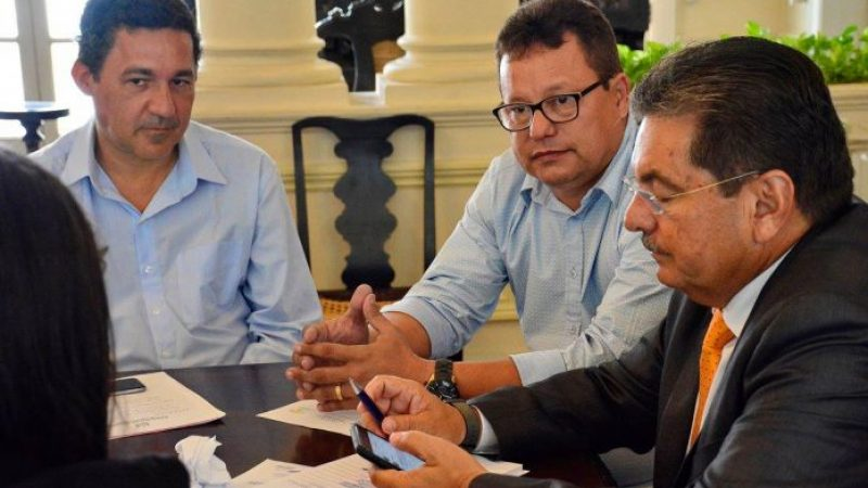 Prefeito Jurandi Gouveia agradece ao deputado Adriano Galdino após conquista de pavimentação asfáltica da avenida principal