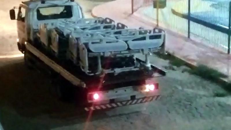 Equipamentos do Hospital Geral de Taperoá (HGT) são retirados na calada da madrugada.